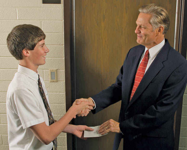 ¿Por qué el mormonismo tiene un liderazgo Laico?