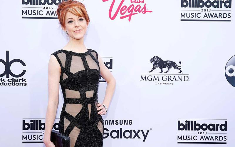 Lindsey Stirling responde a críticas por vestido poco modesto