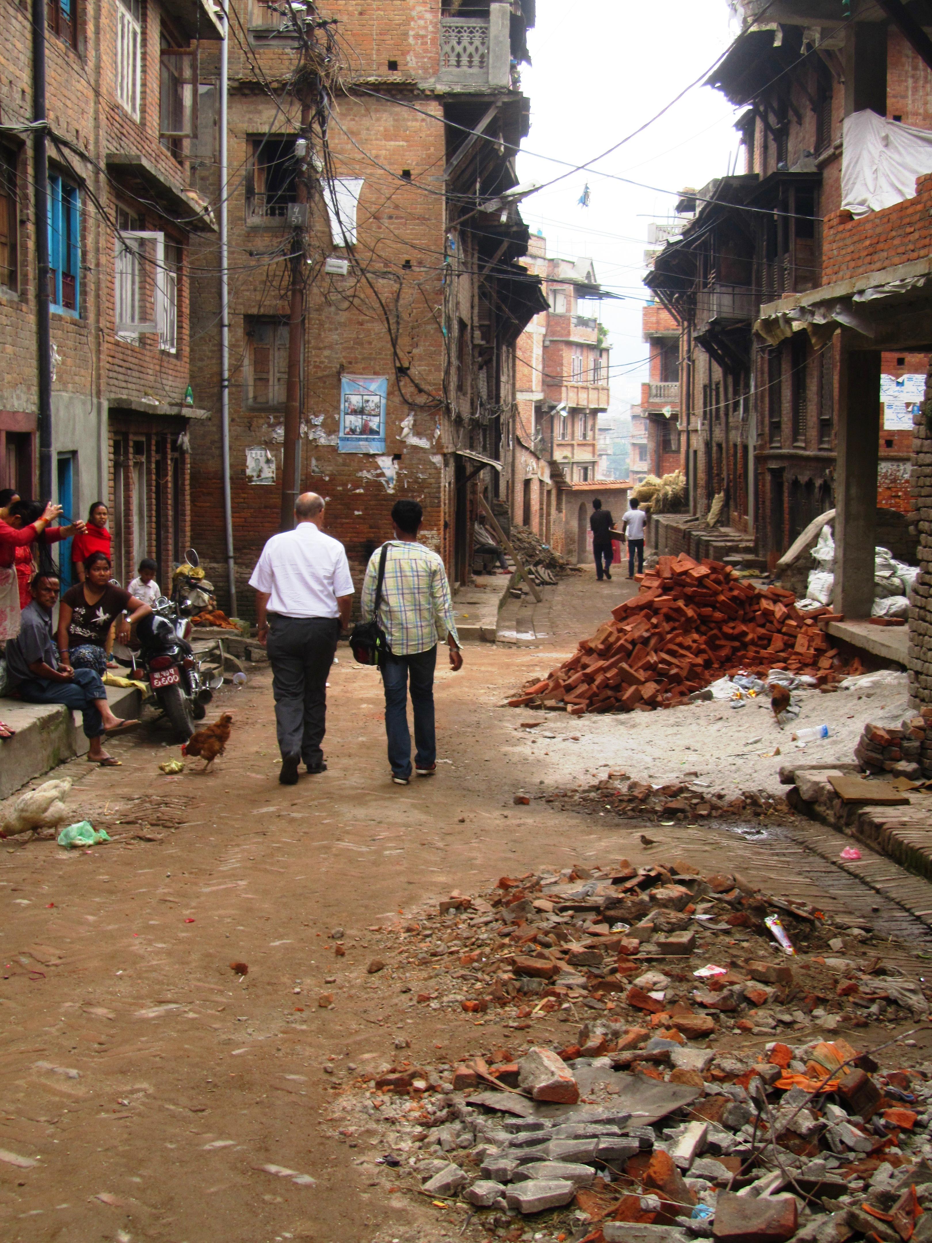 Fotos: Líderes visitan a miembros en Nepal