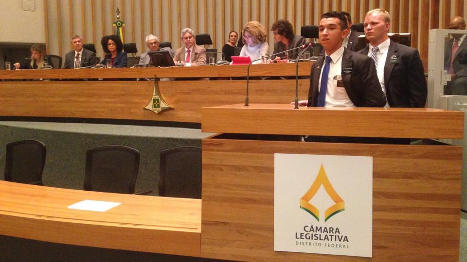 Misioneros hablan en audiencia publica brazil