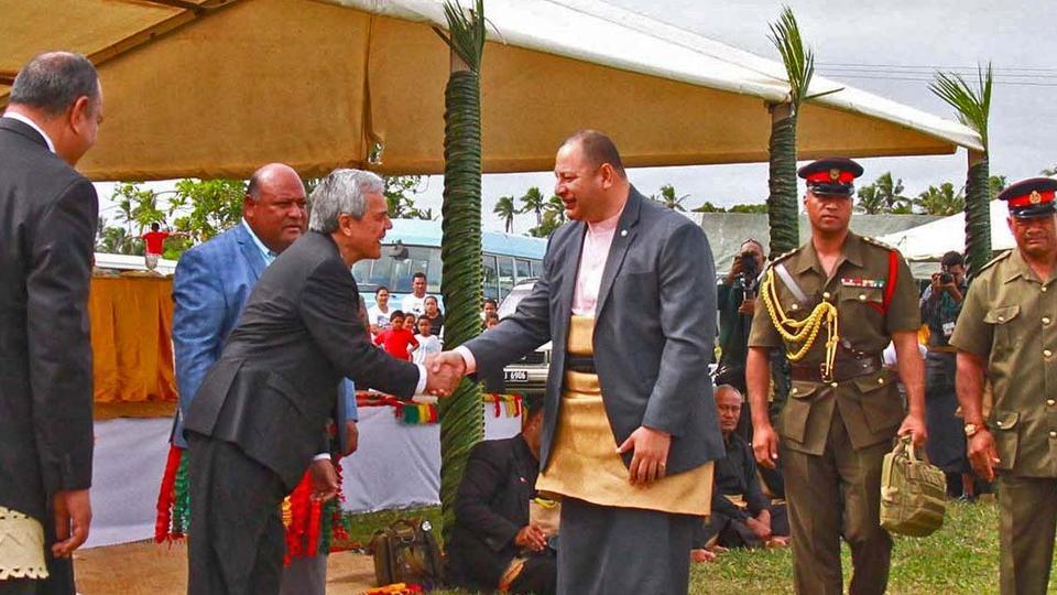 Mormones honran a los reyes de Tonga en celebración de la coronación