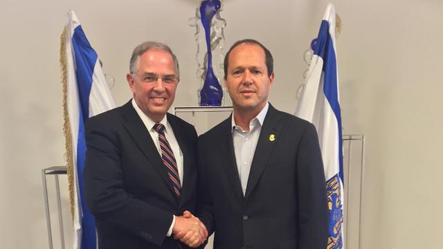 Élder Neil L. Anderson se reúne con Alcalde de Jerusalén