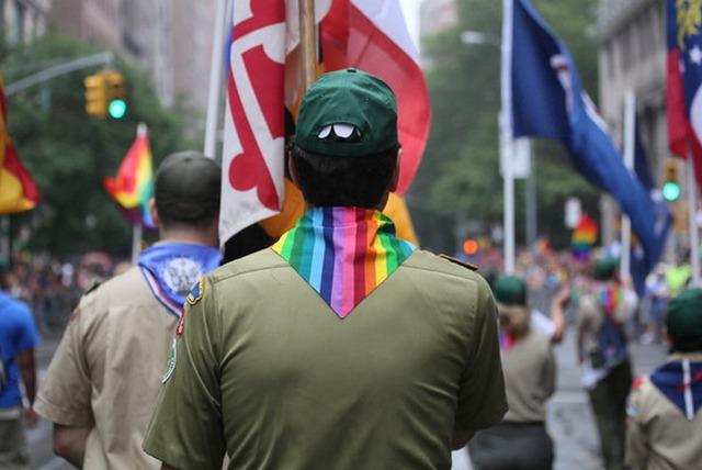 Los Boy Scouts ponen fin a la prohibición de líderes gay