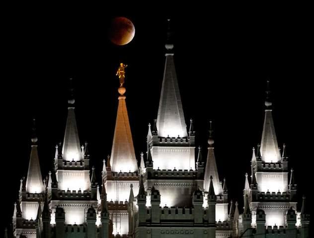 """6 impresionantes fotos de la """"Super Luna"""" en los templos mormones"""