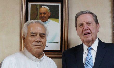 Apóstol mormón y Arzobispo catolico se reúnen en Tijuana México