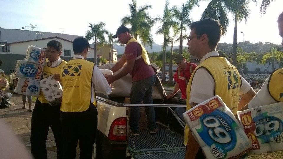 La Iglesia hace donaciones a las víctimas de los desastres en Mariana, Brasil.