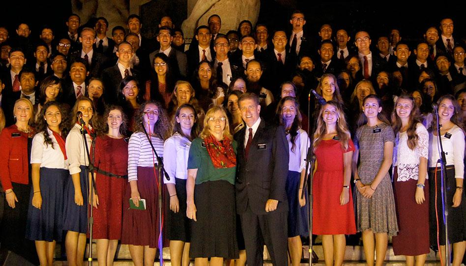 Misioneros en Perú ofrecen show en el Centro de la Ciudad