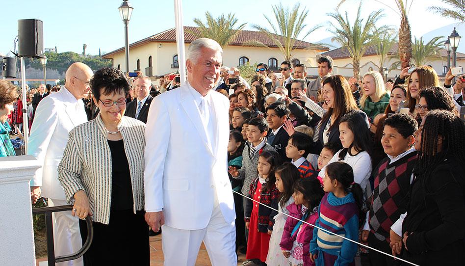 Presidente Uchtdorf dedica el Templo de Tijuana, México