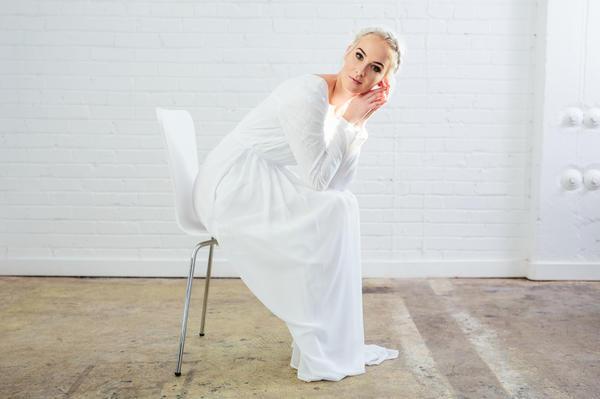 Ex modelo de Nueva York lanza empresa de vestidos para el templo
