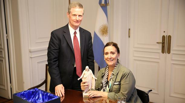 Élder Bednar se reúne con Vicepresidenta de Argentina