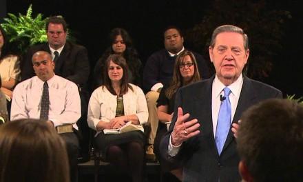 Élder Holland en reunión virtual con todos los maestros de la Iglesia
