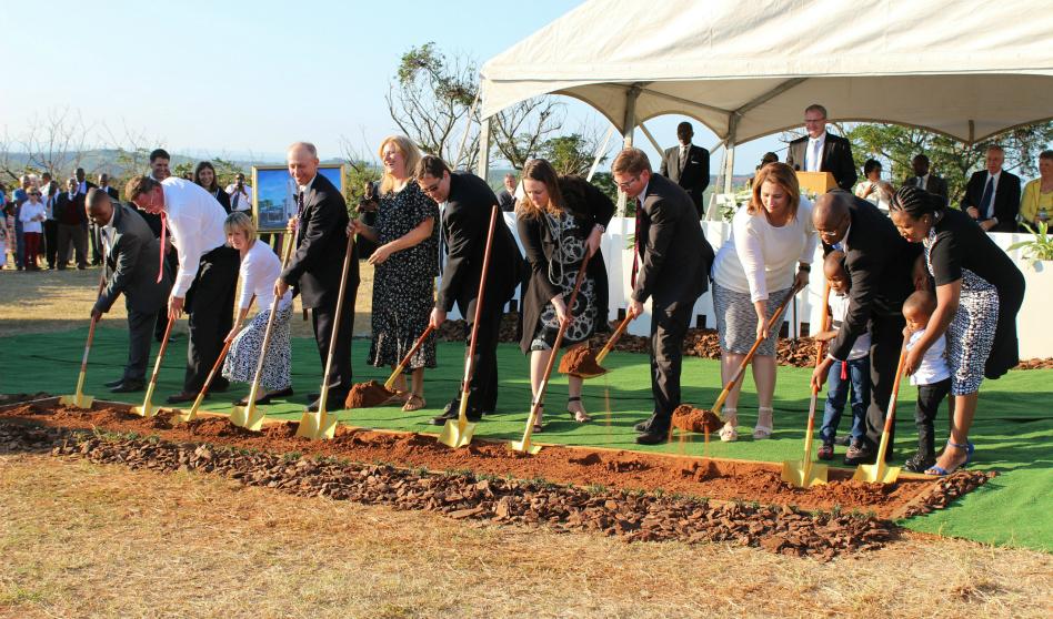 Palada inicial para el templo de Durban  Sudáfrica