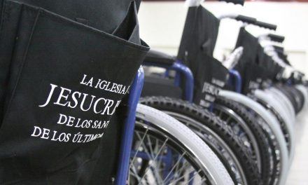 Mormones donan sillas de ruedas para personas necesitadas en Honduras