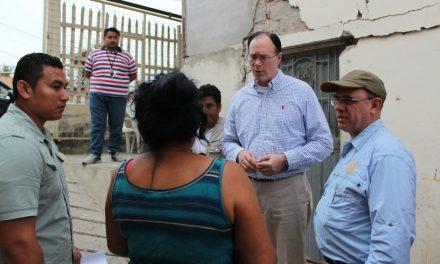 Obispo Waddell brinda consuelo después del devastador terremoto en Ecuador