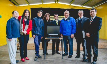 Mormones donan computadoras a colegio en Chile
