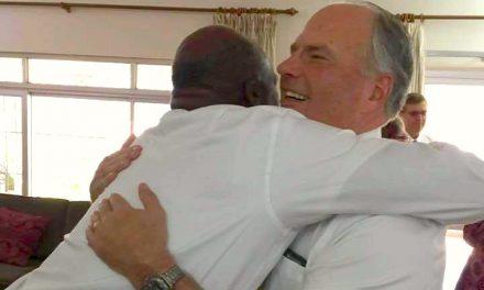 Elder Rasband visita Perú, Colombia, Ecuador y Bolivia en una semana