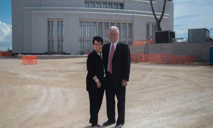 Presidente Uchtdorf visita la construcción del Templo en Roma