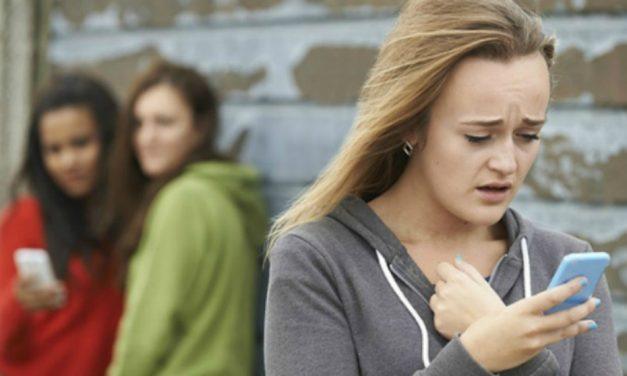 Cómo proteger a tu hijo del bullying cibernético
