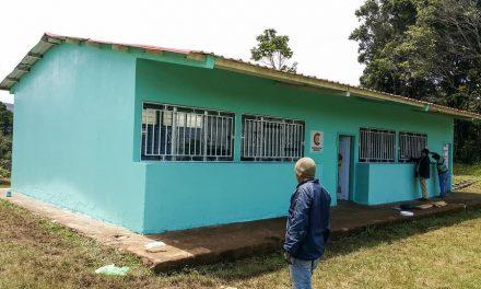 Jóvenes mormones realizan mejoras en escuela de Honduras