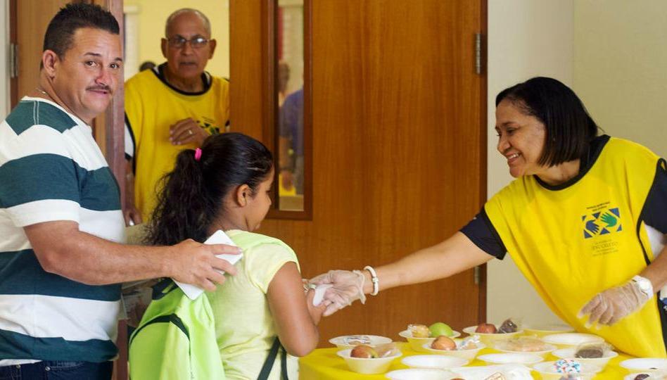 Mormones donan útiles escolares para niños en Puerto Rico