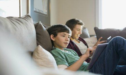 3 peligros que sus hijos enfrentan en internet y cómo combatirlos