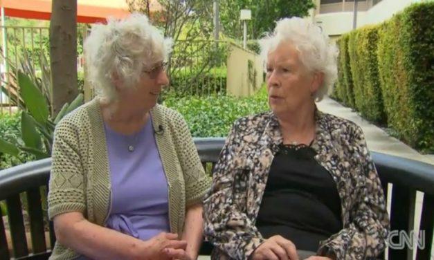Mellizas se reencuentran después de 78 años gracias a la historia familiar