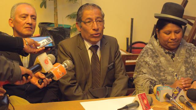 Mormones donan equipo escolar y médico en Bolivia
