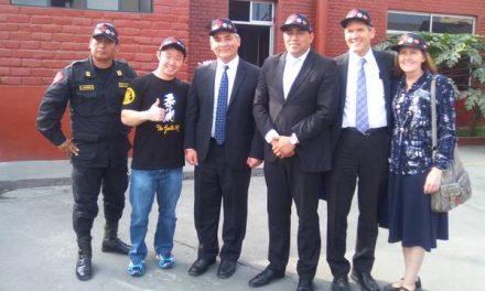 Mormones donan equipos de cómputo a la Policía Nacional del Perú
