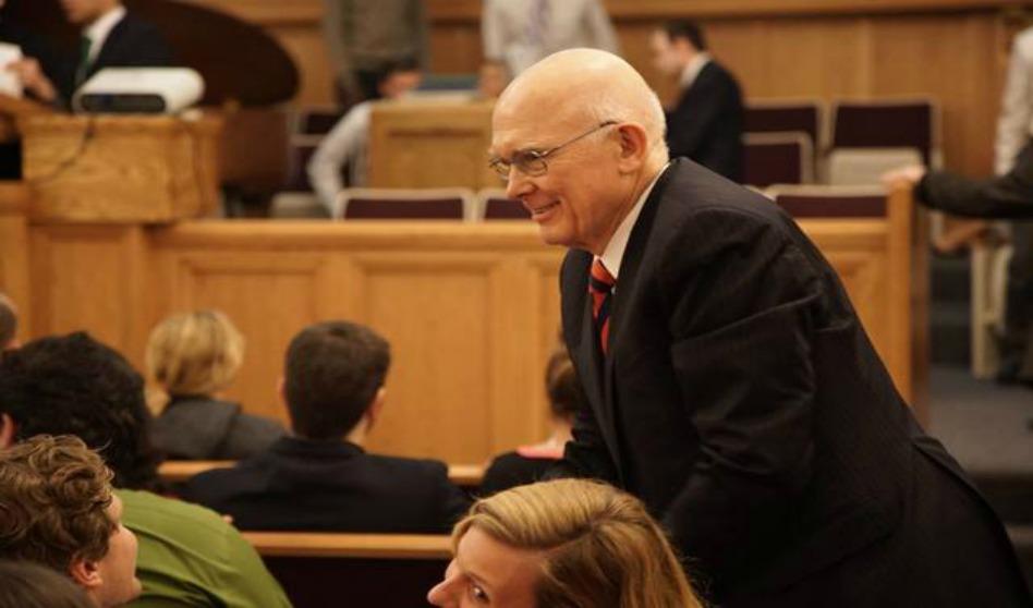 Élder Oaks nos recuerda buscar y confiar en Cristo
