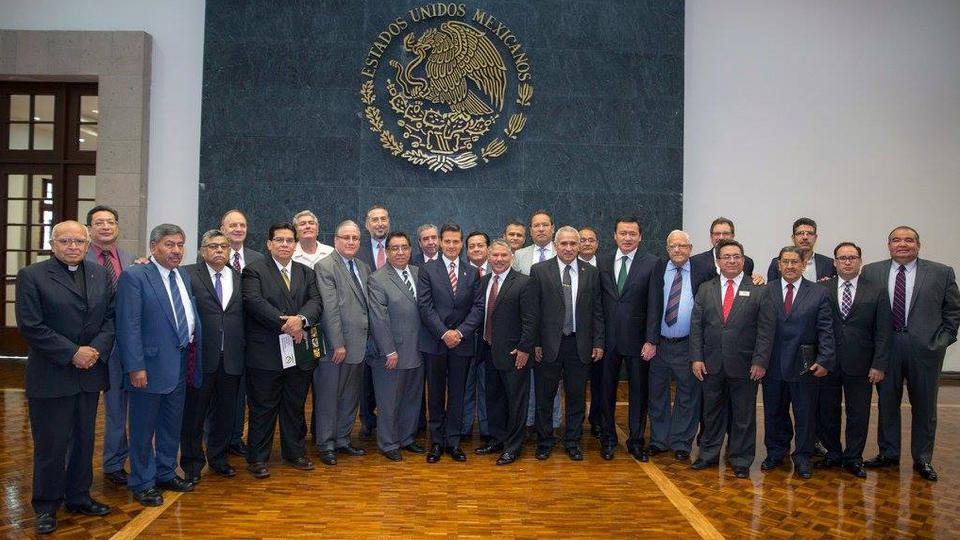 Líder mormón y otros líderes religiosos se reúnen con el Presidente de México
