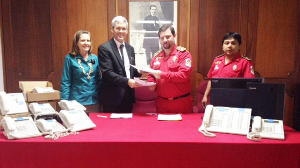 Mormones realizan importante donación para los bomberos en Perú