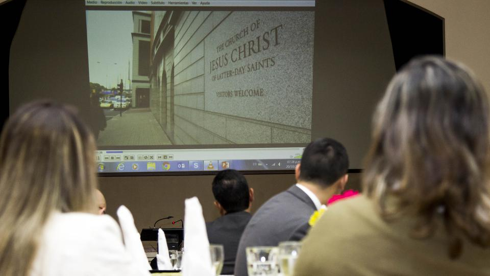 Líderes mormones se reúnen con líderes políticos de San Salvador