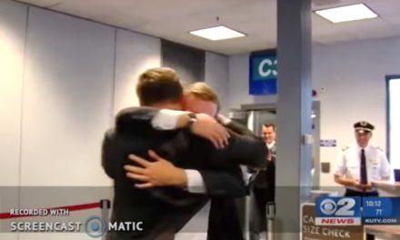 Misionero esperó 24 Horas en el aeropuerto a su hermano gemelo, la reunión te hará llorar