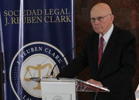 Élder Dallin H. Oaks habló desde el Congreso en México