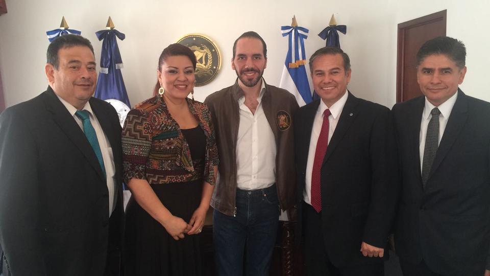 Líderes mormones se reúnen con Alcalde de San Salvador