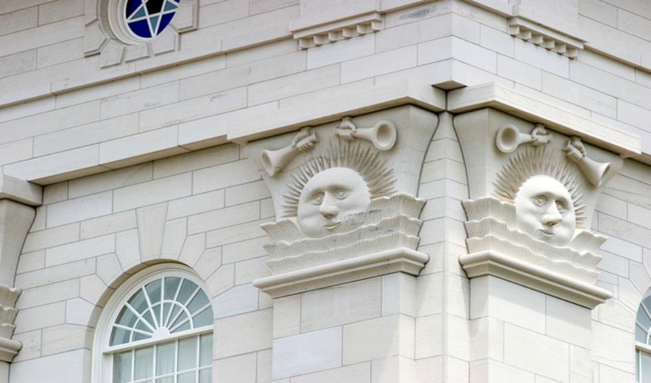 Símbolos de sol, luna y estrellas en los templos mormones