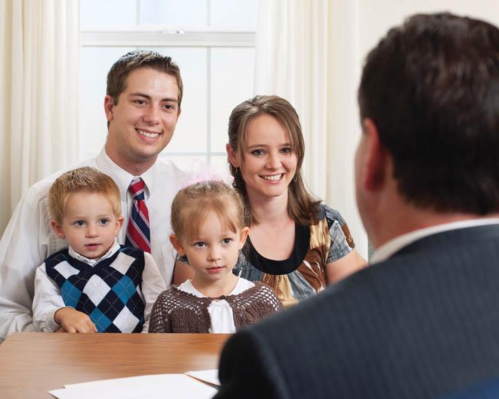 obispo entrevista a familia Decir no llamamiento la Iglesia