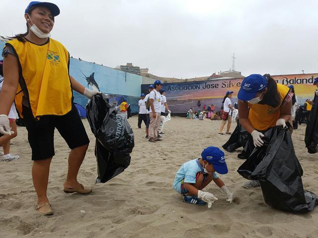 mormones limpian concurridas playas