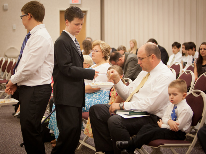 Reunión sacramental de la iglesia mormona