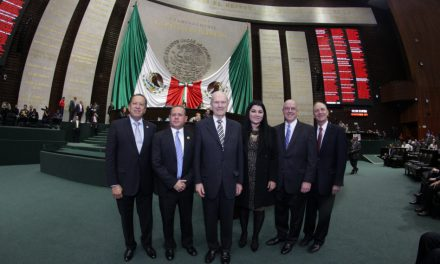 Apóstol mormón  es considerado visitante distinguido en el Congreso de México