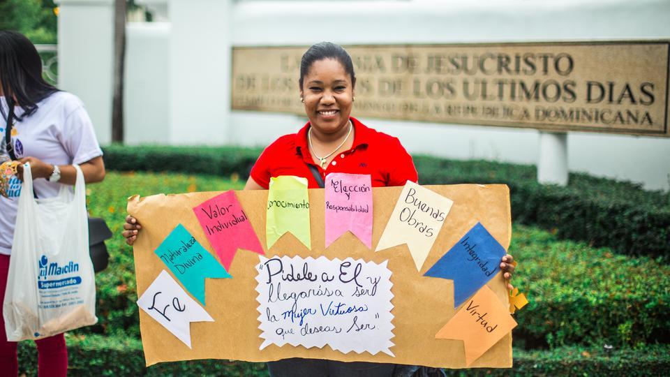 Más de mil jóvenes mormonas realizan caminata para defender la virtud en Santo Domingo