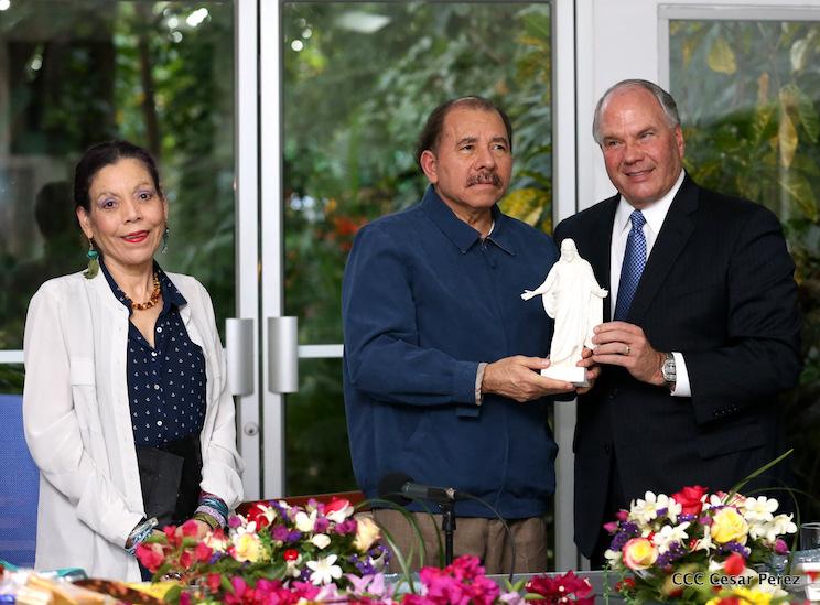Presidente de Nicaragua y élder Rasband