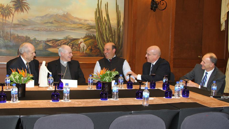 Un agradable reunión entre un cardenal y un apóstol mormón en México
