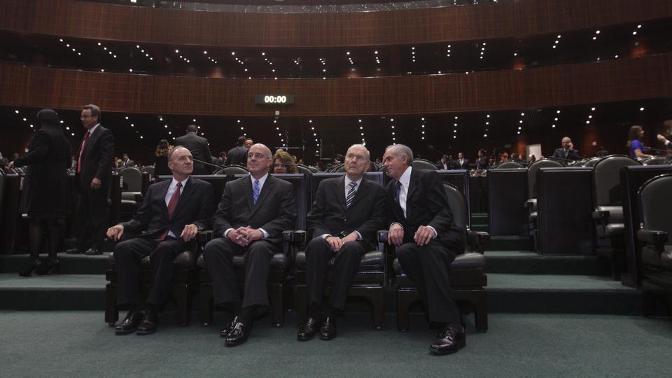 elder Nelson en el Congreso de México