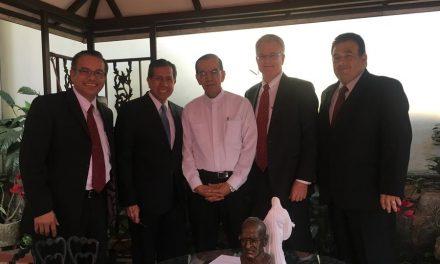 Una agradable conversación entre mormones y un monseñor en San Salvador
