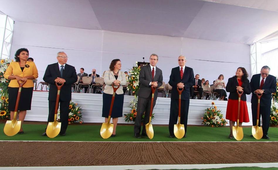 Ceremonia de inicio de construcción del templo Mormón de Arequipa, Perú