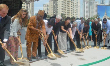 Ceremonia de Inicio de construcción del templo mormón en Río de Janeiro, Brasil