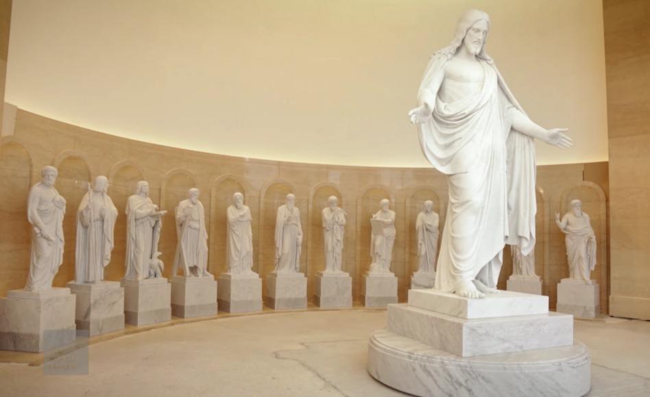 Templo de Roma Italia estatuas de Cristo y Doce Apostoles