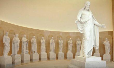 La historia detrás de las estatuas en el Centro de Visitantes del Templo de Roma Italia