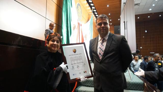 Mormona recibe Doctorado Honoris Causa